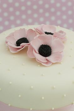 Anniversary and Birthday Cakes | Juliet Stallwood Cakes & Biscuits