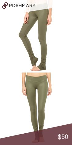 Alo Yoga Idol Legging in Jungle Glossy Worn and washed only once. Size Medium. In excellent, like new condition. Flattering leggings with a great amount of compression and ruching at the ankle. Reasonable offers accepted. Photos of actual product to be uploaded later today. ALO Yoga Pants Leggings