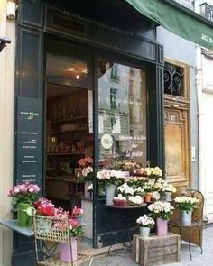this might be a flower shop, but i think the facade is inviting enough for a bakery, too :) Tee Shop, Café Bar, Boho Home, Flower Market, Flower Shops, Brick And Mortar, Shop Fronts, Lovely Shop, Retail Space