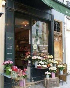 Love flower shops! #storefront #cubemarket #australia #australiaretail #store…