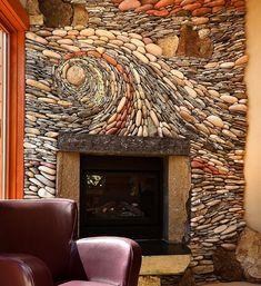 Оформление стены в гостиной при помощи мелкой гальки, то что точно понравится и порадует глаз.