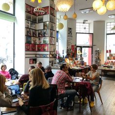 1000things.at präsentiert euch die gemütlichsten Cafés in Wien, die zum Seele baumeln und Entspannen einladen. Vienna, Times Square, Cozy Cafe, Waiting, Viajes