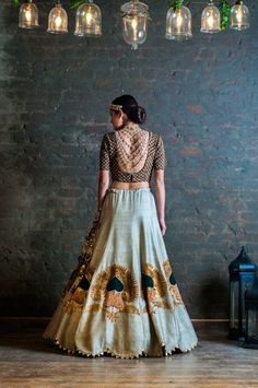 Back jewellery for cocktails // here's A New Bridal Wear Studio In Mehrauli And You Will Love It! Mehndi, Henna, Indian Wedding Outfits, Indian Outfits, Bridal Outfits, Indian Weddings, India Fashion, Asian Fashion, Look Short