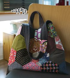 헥사곤데일리백 : 네이버 블로그 Japanese Bag, Quilt Blocks, Quilt Patterns, Lunch Box, Pouch, Quilts, Showroom, Tutorials, Bags