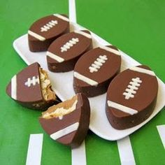 OMG!!! I NEVER thought to do white-trash cookies in my Oreo molds!!!!!!! Ritz Cracker Crunch Footballs