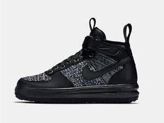 5 Stylish Snow-Ready Sneakers to Keep You Warm This Winter | Nike | From WIRED.com Tênis Todo Preto, Tênis Cano Alto, Tênis Nike, Calçado Nike, Nike Lunar, Gravidas Estilosas, Botas, Tênis