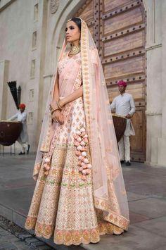 Ideas For Wedding Lengha Bridal Lehenga Blush Pink Indian Bridal Outfits, Indian Bridal Wear, Indian Dresses, Indian Wear, Indian Bridal Jewelry, Indian Clothes, Bollywood, Raw Silk Lehenga, Gota Patti Lehenga