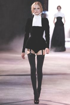 Ulyana Sergeenko - F/W - Haute Couture Paris Fashion Week. Fashion Week, Look Fashion, Fashion Show, Fashion Design, Couture Fashion, Runway Fashion, Womens Fashion, Paris Fashion, 90s Fashion