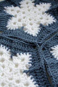 Crochet snowflake blanket...gaaaah, I love it!