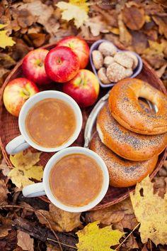 oh the perfect autumn breakfast or picknick idea! Autumn Tea, Autumn Cozy, Autumn Fall, Autumn Leaves, Autumn Witch, Early Autumn, Autumn Morning, Hello Autumn, Café Chocolate