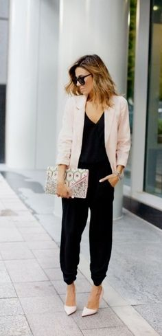 Business-Look mit Jumpsuit Blazer und Pumps