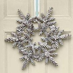 Idea for Making a Magical First Impression Love this Pine cone snowflake Christmas Wreath Idea!Love this Pine cone snowflake Christmas Wreath Idea! Diy Christmas Fireplace, Diy Christmas Snowflakes, Christmas Wreaths To Make, Christmas Diy, Winter Wreaths, Frozen Snowflake, Spring Wreaths, Fireplace Ideas, Summer Wreath