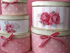 vintage pink hat boxes Pink Hat, Shabby Chic Boxes, Shabby Chic Decor, Shabby Vintage, Vintage Pink, Pretty Box, Pretty In Pink, Vintage Hat Boxes, Decoupage Box