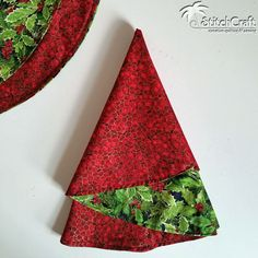 Christmas Tree Circular Napkins are so quick and easy that we thought we'd share a tutorial for making them! Whip some up to decorate f...