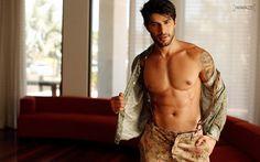 Paparazzo libera novas fotos do ex-BBB Renan Oliveira. | Raphael Ferrero