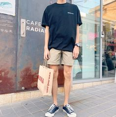 149 perfect men casual outfit with shorts to look classy - page 9 Summer Outfits Men, Short Outfits, Trendy Outfits, Summer Men, Korean Fashion Men, Korean Street Fashion, Denim Jacket Men, Men Blazer, Men Shorts