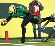 'If Oregon wins out, they are in the BCS National Championship' (your Ducks football comments) Football Images, Oregon Ducks Football, National Championship, Football Helmets, Sports, Washington, Fictional Characters, Fan, Hs Sports
