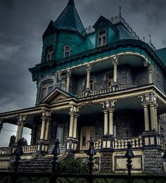 victorian houses/ no effing way! so awesome!