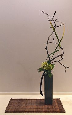 Curved lines. Ikebana Arrangements, Ikebana Flower Arrangement, Beautiful Flower Arrangements, Flower Vases, Flower Art, Floral Arrangements, Beautiful Flowers, Cactus Flower, Exotic Flowers