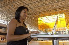 Olinda Milagritos Honorio Paredes, peruana de 28 anos, veio à Rio+20 como delegada da Rede Voluntária de Ambientalistas Juvenis, uma entidade presente em mais de 20 países do mundo. Pavilhão 1, Riocentro