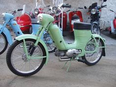 Moto Jawa, Classic Motorcycle, Motorcycle Engine, Classic Motors, Scooters, Cars And Motorcycles, Motorbikes, Vintage Cars, Photo Galleries
