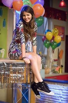 Victoria Justice is in Awesome Style In Black and White Shoes Victoria Justice Fotos, Victoria Justice Style, Tori Tori, Tori Vega, Child Actors, Young Actors, Victorious Tori, Vicky Justice, Madison Reed