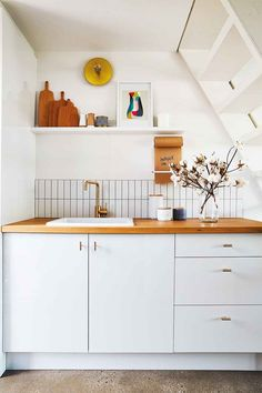 This adorable tiny home was created in a disused backyard shed Living Area, Living Spaces, Space Australia, White Mosaic Tiles, Modern Tiny House, Backyard Sheds, Interior Decorating, Interior Design, Small Spaces