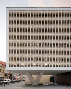 ArchitecturePasteBook.co.uk (n-architektur: PROGRÉS-RAVAL HEALTH CENTRE,...) Cubic Architecture, Barcelona Architecture, Architecture Details, Amazing Architecture, Interior Architecture, Building Skin, Building Structure, Building Design, Wall Design