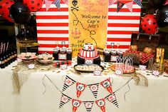 Una mesa de dulces muy llamativa para una fiesta piratas / A fun party table for a pirate party