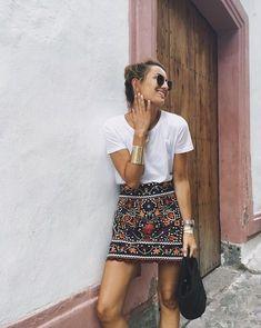 Camiseta + minifalda joya.