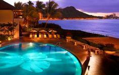 一度は泊まってみたい!南国リゾートの王道・ハワイの人気ホテル5選。