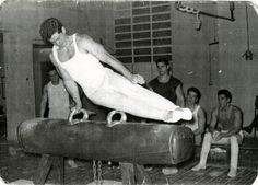 Barcelona acoge la 36ª edición del Memorial Blume de gimnasia. En la instantanea podemos ver al barcelonés Joaquin Blume entrenando (Archivo).