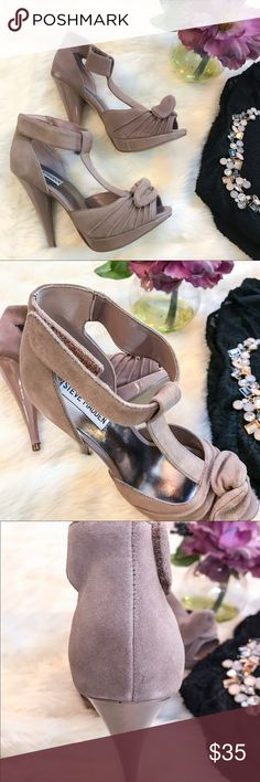 Steve Madden Blush Pumps Such an adorable and elegant pair of heels to add to your closet. Never worn and comes with box. Box is little worn.  Suede  Velcro fastener around ankle for easy on/off Stylish knot detail at toe 4.5 inch heel height 0.75 inch platform height Steve Madden Shoes Heels