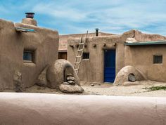 Taos Pueblo: Evoking the Story of Ancestral Puebloans for 1000 Years Seven Cities Of Gold, Taos Pueblo, New Mexico Homes, Southwestern Art, Santa Fe Style, Desert Art, Land Of Enchantment, Native American Art, World Heritage Sites