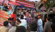 S+P Worldnews - Unfall in Pakistan: Bus-Crash fordert über 40 Menschenleben (via SPON)