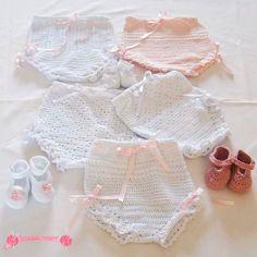 Braguitas bebe realizadas en ganchillo con hilo peré en colores blanco y rosa, para primera medida y segunda medida, con patucos a juego.