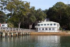 Your home away from home right on the water's edge! - Get $25 credit with Airbnb if you sign up with this link http://www.airbnb.com/c/groberts22