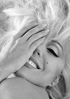 Most popular black and white photography people woman marilyn monroe Ideas Marylin Monroe, Estilo Marilyn Monroe, Marilyn Monroe Artwork, Marilyn Monroe Portrait, Marilyn Monroe Quotes, Marilyn Monroe Makeup, Hollywood Glamour, Classic Hollywood, Old Hollywood