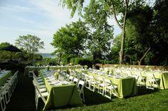 rehearsal dinner // backyard // table decor // outdoor party // simple decor