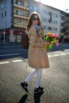 New Balance sneakers, great trench, white skinnies - love this outfit