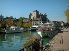 The Venice of Savoie. - Capital of the Haute-Savoie, Annecy is a city of Art with a magnificent architectural harmony. Walking around Annecy old town… Sites Touristiques, Destinations, Ville France, Beaux Villages, Saint Jean, Speed Boats, France Travel, Planet Earth, Old Town