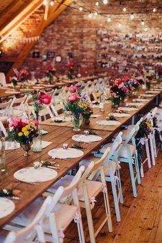 Hochzeit im Folklore Stil | Friedatheres.com wedding location Fotos: Daniela Reske Blumen: Stil(l)eben Kleid: Victoria Rüsche Mobiliar: Nimm Platz Torte: Ebrus Kitchen