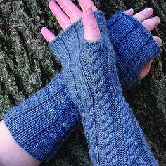 Manos del UruguayBelated Handwarmers (Free) @ http://www.yarn.com/webs-free-knitting-patterns-manos-del-uruguay/manos-del-uruguay-fairmount-fibers-belated-handwarmers-free-pattern/
