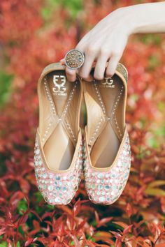 Wedding Shoes - Blush Pink Wedding Juttis with Mirror Work | WedMeGood #wedmegood #juttis #mirrorwork