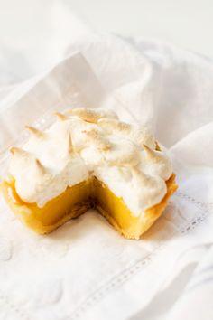 Delicious Bites: Lemon Meringue Tarts by Jillian for Lemon Desserts, Lemon Recipes, Tart Recipes, Mini Desserts, Just Desserts, Sweet Recipes, Delicious Desserts, Dessert Recipes, Cooking Recipes