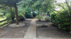 Voordat wij hier aan het werk gingen, was deze tuin in Rotterdam verwilderd. Onze studenten hebben de handen uit de mouwen gestoken. het resultaat: onze klant blij gemaakt met een mooie tuin! https://schoffelstudent.nl