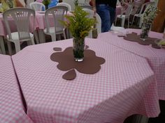 Muddy Puddles table decor for Peppa Pig birthday