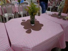 Poça de lama em E.V.A., para ser usado de centro de mesa dos convidados ou para colocar docinhos na mesa provençal!!!  Medida lado maior: 36,5cm/ Medida lado menor: 30cm (fora as gotas).