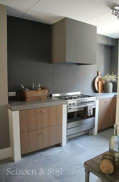 betonstuc achterwand keuken ==> Deze uitvoering niet mooi!