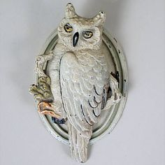 "VINTAGE CAST IRON ""OWL"" DOOR KNOCKER VINTAGE CAST IRON OWL DOOR KNOCKER; ORIGINAL PAINT; OVAL BACK PLATE; UNMARKED. Width=2.88 Height=4.75"